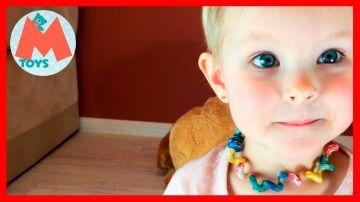 ❤ Маша делает Бусы и Браслет из Макарон своими руками. Видео для Детей. Детский Канал http://video-kid.com/11132-masha-delaet-busy-i-braslet-iz-makaron-svoimi-rukami-video-dlja-detei-detskii-kanal.html  Привет Друзья. Сегодня у нас интересная игра. #Маша будет делать Браслет и Бусы из Макарон. Представляете Браслет и бусы из Макаро!!! Маша покрасит макароны, а потом будет одевать их на резиночк. Так получаться Браслет и Бусы из Макарон. Маша все сделает своими руками. Мама будет помогать…