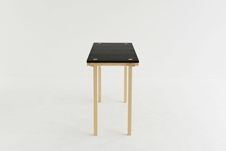 This table is only 47 cm deep. With 121 cm wide, this table is perfect for a small desk. #mwa #makerswithagendas #mwadesign #agendadrivendesign #mwagram #nomadicliving #minimallogistics