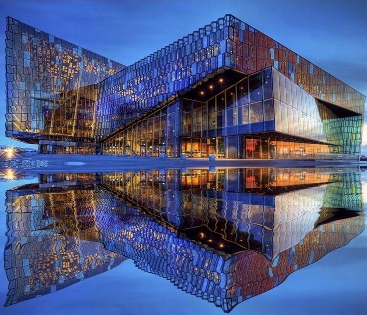 Концертный зал «Арфа» https://zalservice.ru/zaly-mira/zal-arfa  Исландия – очень небольшая страна, и «Арфа» это первый настоящий, разработанный с нуля концертный центр в государстве. Строительство зала пришлось на кризисные годы...