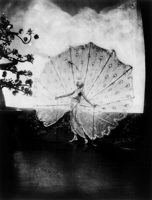 Alfred Cheney Johnston Photo, Ziegfeld Girl on stage, 1920-30s