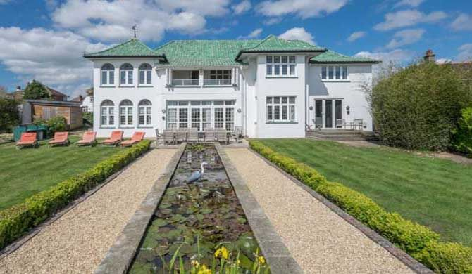 Marine Villa Shanklin, Isle of Wight Marine Villa commands the most striking A-list location on the beautiful Isle of Wight, perched on the cliffs overlooking Sandown Bay, its beach and pier it's the perfect location to enjoy the sunset... #Holiday #homes  #Travel #Backpackers #Accommodation #Budget