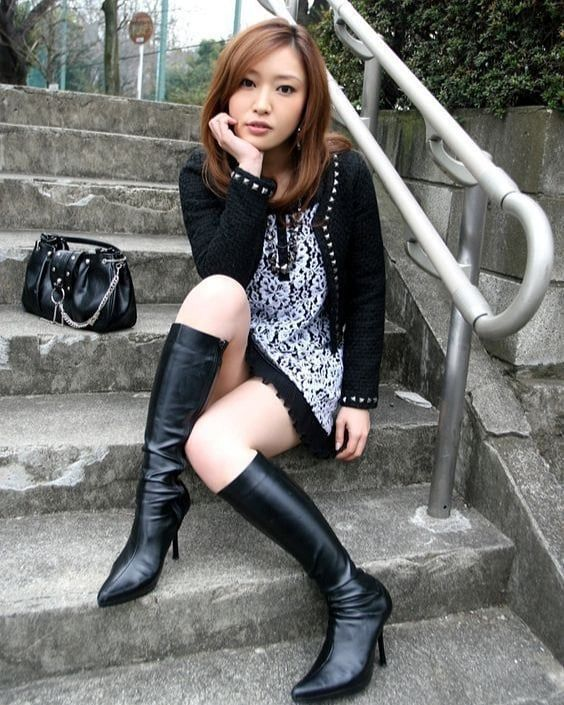 """Boots Fashion of Berlin on Instagram: """"#asiangirlsinboots ❤️"""""""