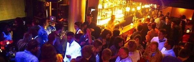 In het centrum van de Zavelwijk ligt Club Clandestin, een kleine maar exclusieve en stijlvolle nachtclub. Club Clandestin is ook bekend voor goede dj's en de VIP's die regelmatig hier naartoe afzakken.