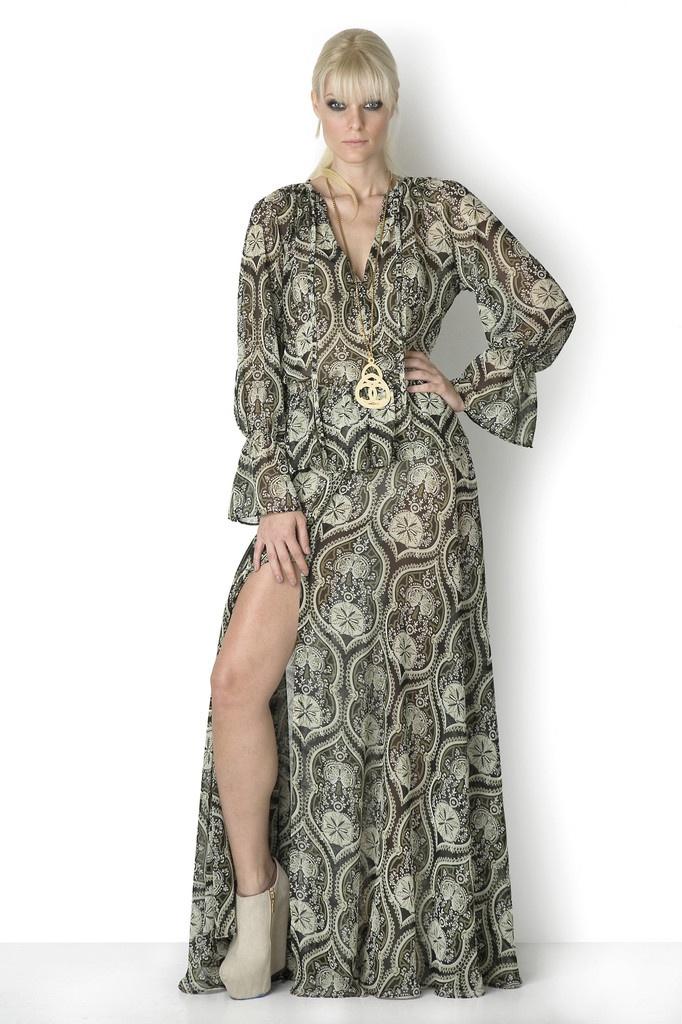 ΦΟΡΕΜΑ ΚΑΛΕΙΔΟΣΚΟΠΙΟ - Αν το φορέσετε βράδυ χωρίς κομπινεζόν μπορείτε να φορέσετε μεγάλο μαύρο σλιπάκι χωρίς δαντέλες κι επίσης σουτιέν χωρίς δαντέλα. Απαγορεύεται να το φορέσετε με γόβες.