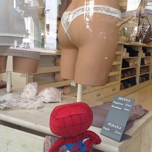 "Spider Man-ichino    ""Mmmmm....interessante! #igersitalia_swspidermantour"" #amazingspiderman"