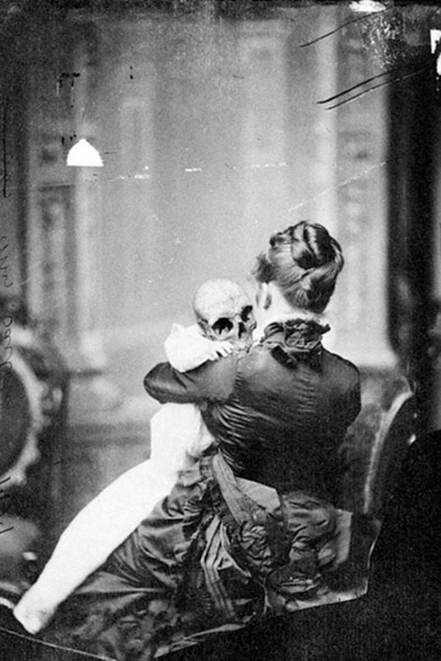30 Horrifying Vintage Photos That Will Keep You Awake At Night