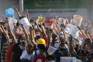 Radio Saudade: Juan Villoro - El puño en alto
