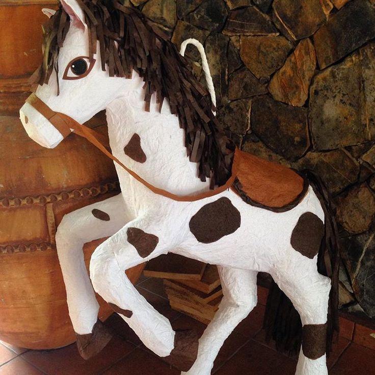 Pinata de caballo ByD 99412538 #caballo #pinata #piñatacaballo #handmade #papelchina #papermache #honduras #fiesta