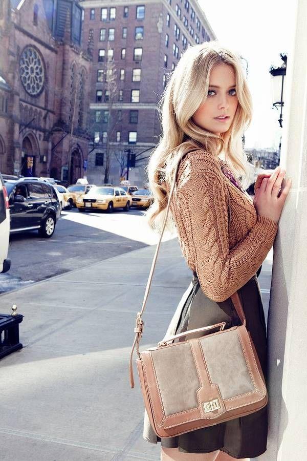 全体的に優しい色合いで女性らしさがひきたつ。トレンドの人気モテ セーター♪ おすすめレディースコーデです☆