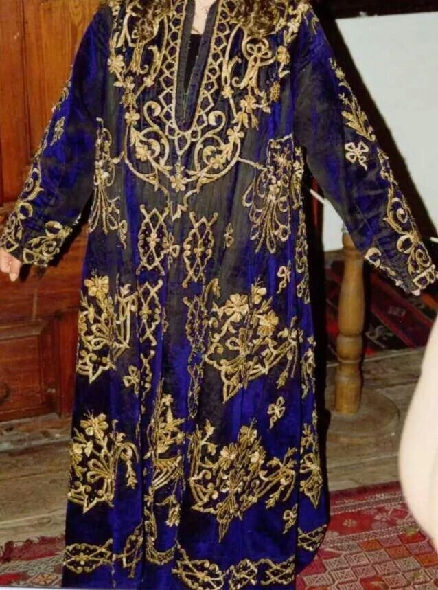 Festive woman's dress ('bindallı entari'). Late-Ottoman, urban style, end of 19th century. Goldwork on velvet. Embroidery technique: 'sarma' / 'Maraş işi'.