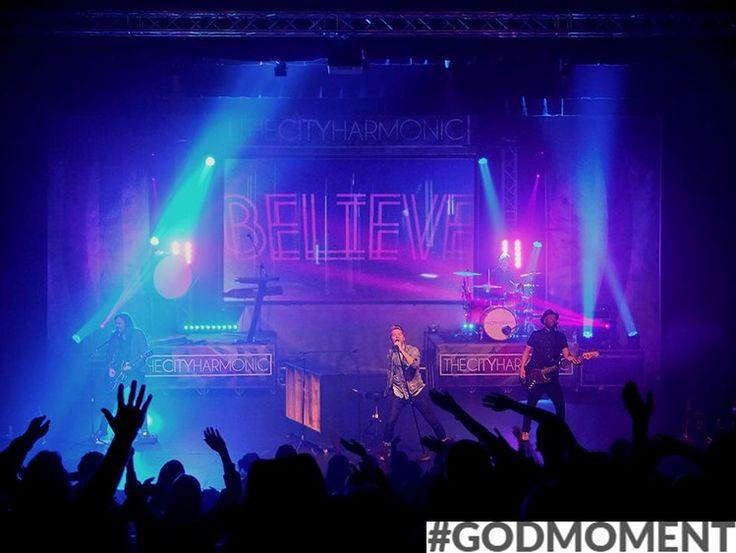 Mijn Godmoment? Tijdens worshippen met een toffe band voel ik God zo dichtbij.  (Esther 16) #Godmoment