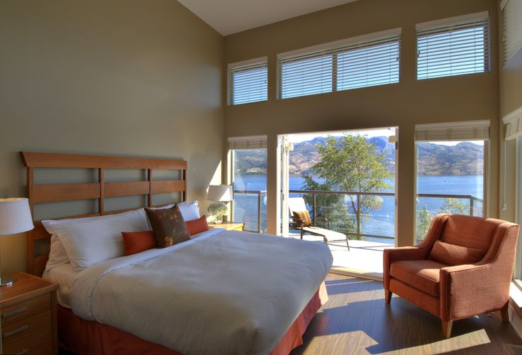 Wake up and look out your window at your lovely lake view!