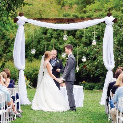 Las 25 mejores ideas sobre altares de boda al aire libre for Arreglos con globos para boda en jardin