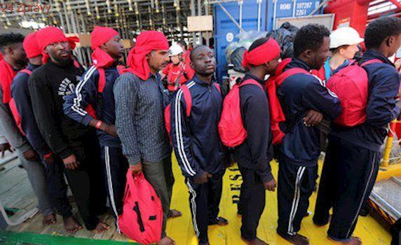Hlavní proud migrantů do Evropy jde přes Libyi. Vpřed ho ženou peníze i násilí
