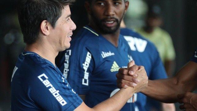 Conca corre no campo do CT do Flamengo pela primeira vez e anima comissão técnica