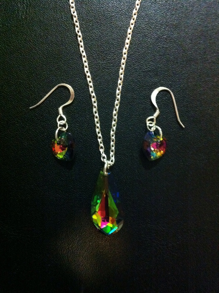 Vitrail Medium - pendant and ear ring set. Ear hooks are 925 silver plated. Sparkly AND shiny