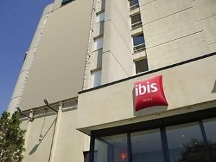 Antwerp Ibis Antwerpen Centrum Belgium, Europe Located in Antwerp City Center, Ibis Antwerpen Centrum is a perfect starting point from which to explore Antwerp. The hotel offers a high standard of service and amenities to suit the individual needs of all travelers. Facilities like free Wi-Fi in all rooms, 24-hour front desk, facilities for disabled guests, luggage storage, meeting facilities are readily available for you to enjoy. Designed for comfort, selected guestrooms offe...