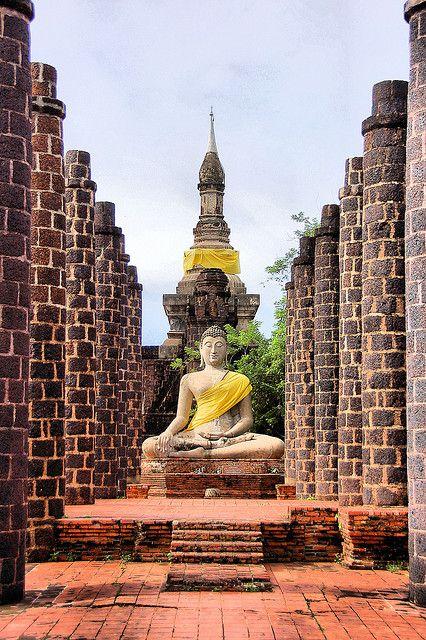 Grand Hall of Wat Maha That in the old Sukhothai Kingdom, Thailand (by Justin Gaurav Murgai)