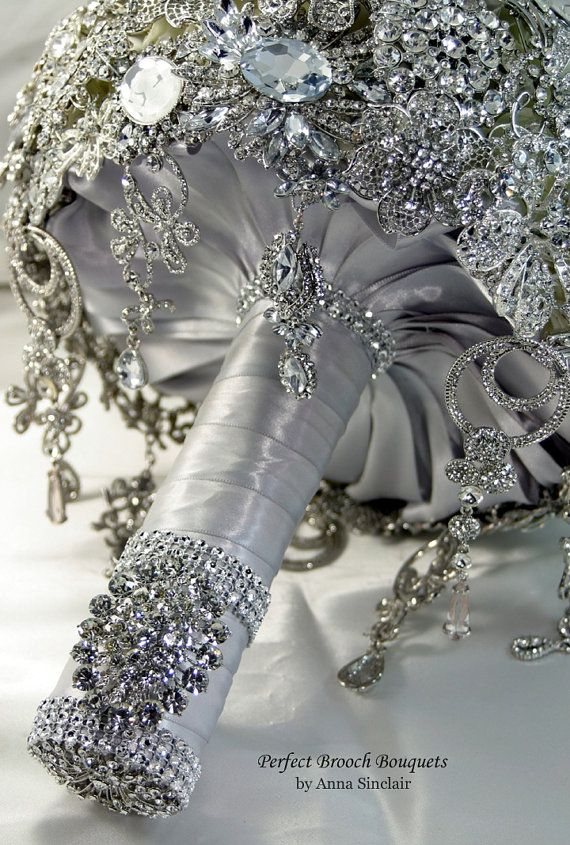 Probably ot gonna happen for me as I would prefer a real bouquet than a brooched one. This looks expensive. Lots of diamonds! o_O But it looks pretty! XD [Impressive Diamond Brooch Wedding Bridal Bouquet]