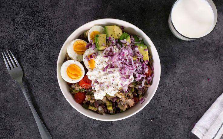 En rett som virkelig metter og gir deg påfyll av både protein og andre sunne næringsstoffer. Toppet med egg, avokado, rødløk og cottage cheese blir denne bønnestuingen også en fest for øynene.