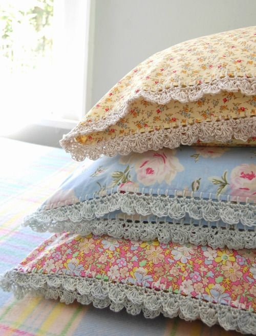 Just adore the crocheted edges to this ditsy fabric pillows..