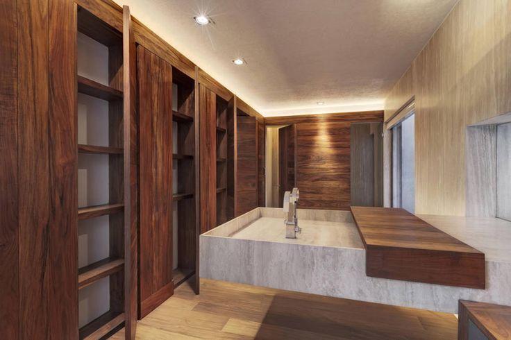 Busca imágenes de diseños de Baños estilo translation missing: mx.style.baños.moderno}: Rancho San Francisco. Encuentra las mejores fotos para inspirarte y y crear el hogar de tus sueños.