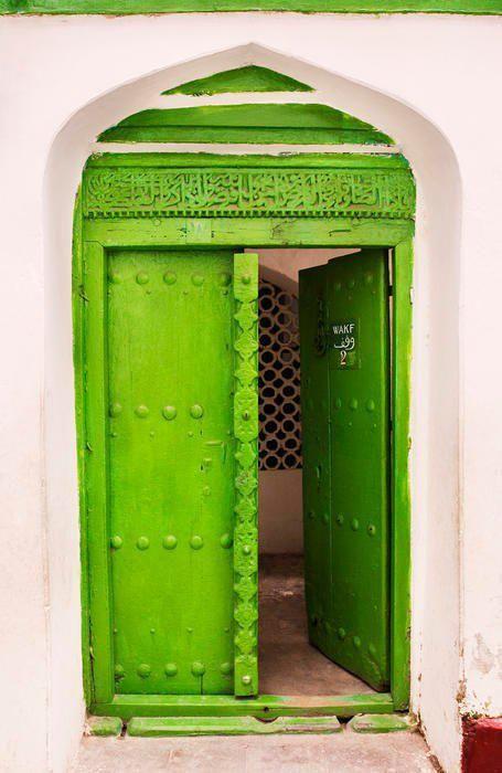 verde....Very nice Green entryway.