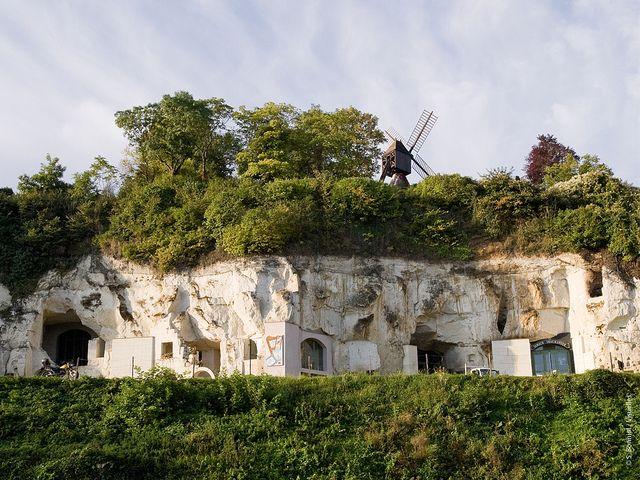 Turquant en Anjou Val de Loire, on y trouve des pommes tapées et à quelques kilomètres à peine, les champignonnières.
