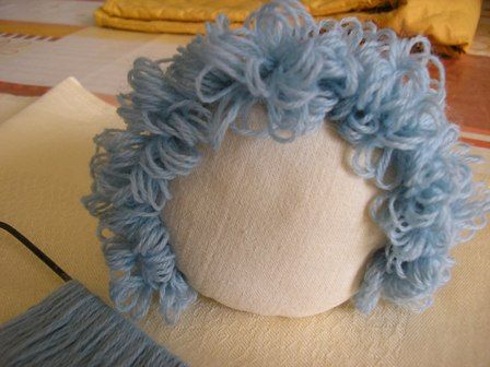 How to make doll's curly hair using a Hairpin Loom Think we'll give this a try for some of the new dollies ready to get new hair!!
