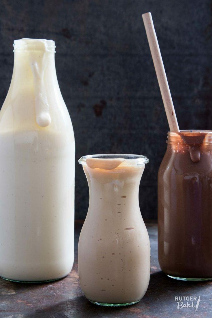 Zelfgemaakte vla is veel lekkerder dan de gekochte versie en helemaal niet zo moeilijk als je wellicht denkt. Ik geef je de recepten voor vanillevla, karamelvla en chocoladevla.