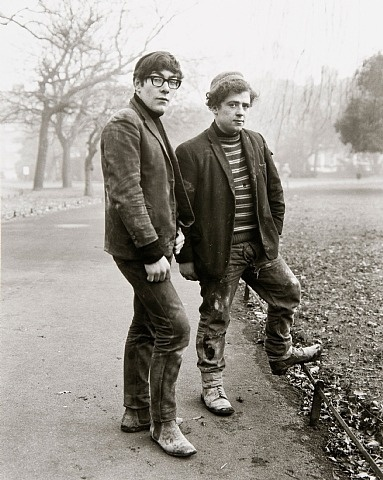 Two painters , Dublin by Evelyn Hofer