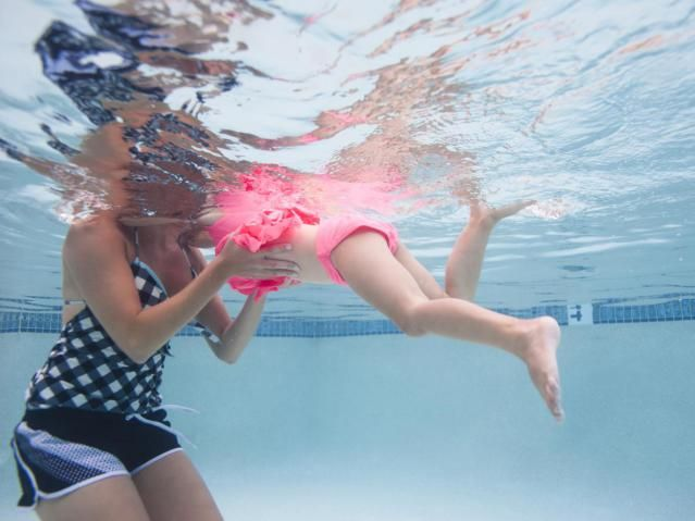 Key points in swimming lessons for three and four year olds, such as: Male learning like play; sandwich your corrections with compliments.