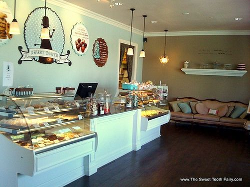 Cake Decorating Store Underwood : 25+ best ideas about Bakery interior on Pinterest Bakery ...