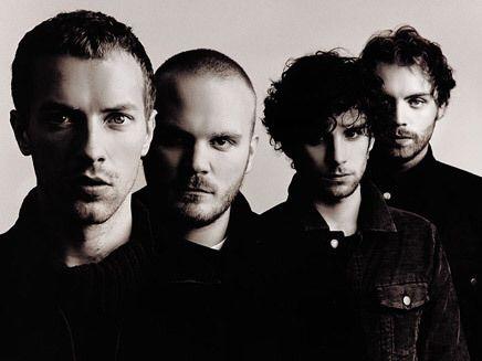 Coldplay est un groupe de musique pop rock anglais formé à Londres en 1996 par le auteur-compositeur-interprète Chris Martin et le guitariste Jon Buckland. Le bassiste Guy Berryman rejoint ensuite le groupe, qui prend le nom de Starfish avant que le batteur Will Champion devienne membre à son tour et que le producteur Phil Harvey s'associe avec eux dans leur entreprise. En 1998, le groupe voit le jour sous son nom définitif et sort leurs deux premiers EPs. Ils en profitent alors pour signer…