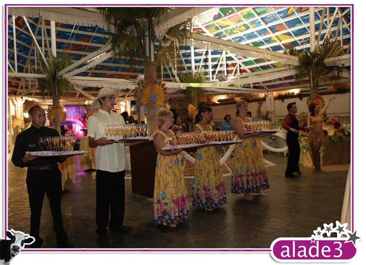 Puertas temáticas. Recibimiento de los invitados a la fiesta de carnaval  www.alade3.es
