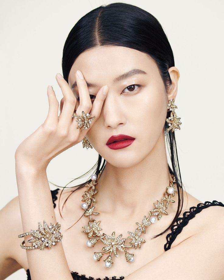 Oscar de la Renta - Swarovski® Pearl Flower Necklace - Neiman Marcus