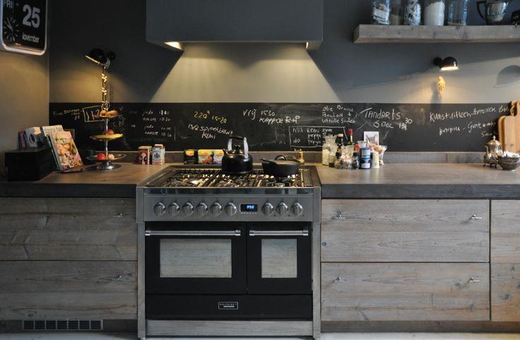 Sloophouten keuken met fornuis van RestyleXL #keuken #hout