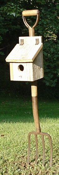 Now here is an interesting idea---I think I could probably make this ---an old pitchfork and a primitive box birdhouse.hmmmm---a little water based paint---this could be ingenious and very cute!