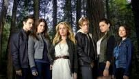 the cast/characters from The Secret Circle (the main character Casey is in the middle with blond hair)