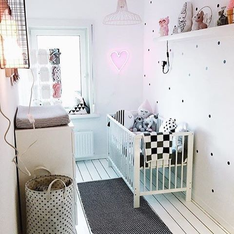 This nursery goes to show you can do amazing things in small spaces. Thanks for letting us share this sweet design, @lovebeingpetite!