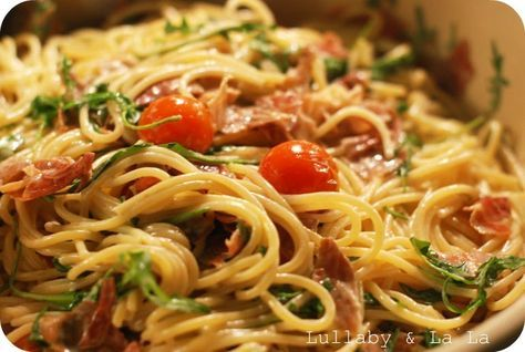 Det her er en af mine absolutte favorit pastaretter. Den er super simple og hurtig at lave og pga. gode og friske råvarer smager den super l...