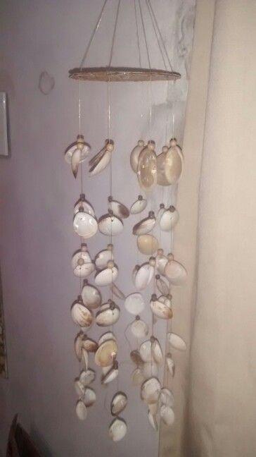 Llamador de ángeles con conchas de mar y cd con cáscara de huevos