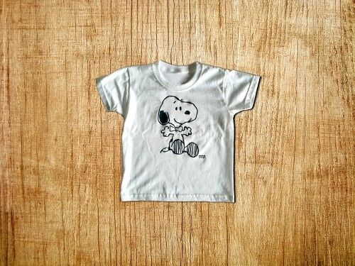 Hand painted snoopy t-shirt