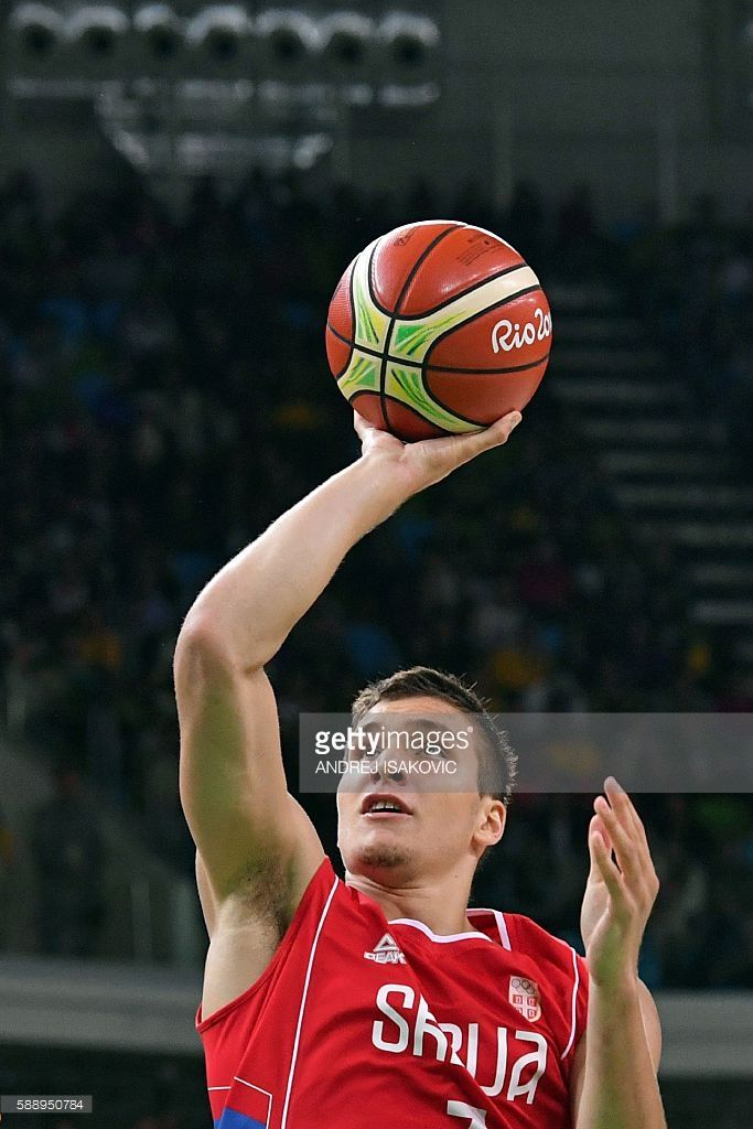 Serbia's shooting guard Bogdan Bogdanovic goes to the basket during a Men's round Group A basketball match between USA and Serbia at the Carioca Arena 1 in Rio de Janeiro on August 12, 2016 during the Rio 2016 Olympic Games. / AFP / Andrej ISAKOVIC