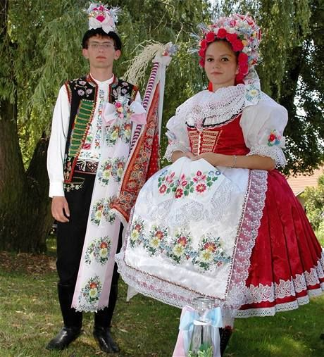 tradice jižní Moravy - Folklore South Moravia - When word folklore you will certainly remember colorful costumes, folk songs , folk music and traditional crafts .
