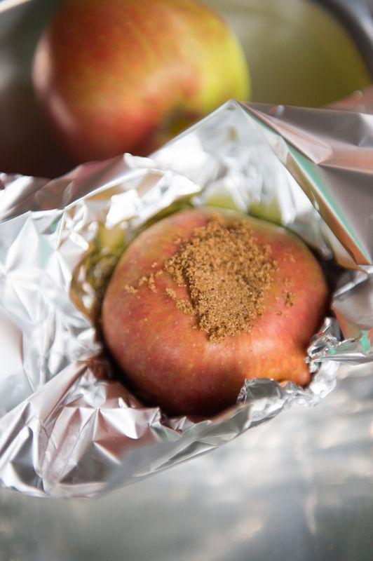 Opgevulde appel met bruine suiker