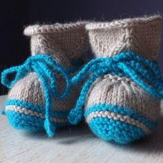 Chaussons bébé en tricot, beige et bleu canard, taille 0/3 mois
