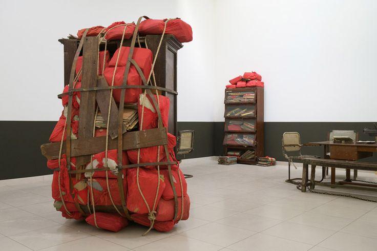 subodh gupta date by date, 2008 installation view at MMK museum für moderne kunst frankfurt am main