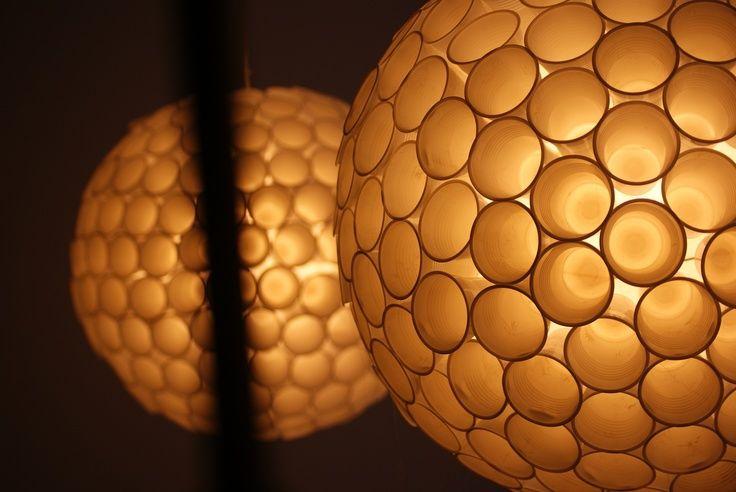 Kunstzinnige lampen gemaakt van plastic bekers. http://www.staples.nl/koffie-en-thee-kantine/bekers-borden-bestek?utm_source=pinterest.com_medium=referral_content=20130820=producten