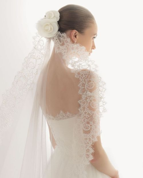 Pretty veil for the traditional bride.
